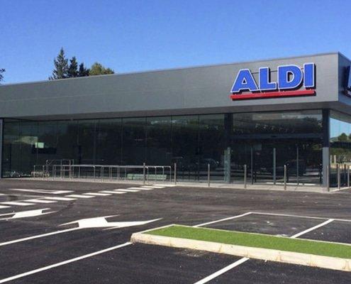Nave comercial del supermercado Aldi en Yecla