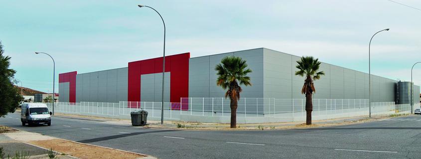 Exterior de la plataforma logística de Famosa en Alicante